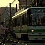 【Tokyo Train Story】自転車に乗ったおばさんが通り過ぎるのを待つ電車