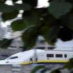 【Tokyo Train Story】木々の隙間から見える東北新幹線