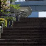 【Tokyo Train Story】階段舞台をゆくゆりかもめ