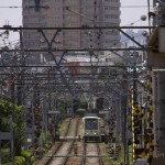 【Tokyo Train Story】架線柱のトンネルの中を進む都電荒川線