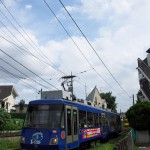 【Tokyo Train Story】青い空と緑の草と青い電車