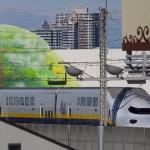 【Tokyo Train Story】東北新幹線の車窓から見えるビルに描かれた森