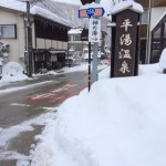 岐阜県の平湯温泉から長野県に移動し、安曇野の大王わさび農場と松本の美しい松本城を見学する