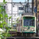 【Tokyo Train Story】JR大塚駅の駅ビルをバックにして(都電荒川線)