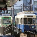 【Tokyo Train Story】大塚駅前電停にレトロ風車両の9002がヘッドマークを付けて入ってくる(都電荒川線)
