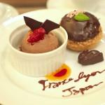 銀座ショコラストリート(R)にあるニコラシャール銀座本店でフランスから来たパティシエのニコラさんが作ったショコラシュークリームプレートを食べてみた!