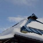 別所温泉路地裏散歩で井戸ポンプと共同の洗い場を撮影する 冬の岐阜長野温泉巡りの旅 その18