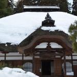 長楽寺ある重要文化財の石造多宝塔と別所温泉の町中にある温泉を利用した共同の洗い場 冬の岐阜長野温泉巡りの旅 その16