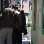 【Tokyo Train Story】熊野前電停から乗車する人々(都電荒川線)