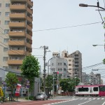 【Tokyo Train Story】大通り横断中(都電荒川線)