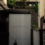 渋谷区千駄ヶ谷5丁目 井戸ポンプがある鉄道風景