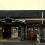 木造駅舎と広い貨物ヤードがある東海道本線美濃赤坂駅 春の青春18きっぷの旅 中央本線東進編 その2