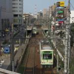 【Tokyo Train Story】京成線の町屋駅ホームから都電荒川線を見下ろす