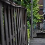 新宿区新宿7丁目 路地裏の崩壊直前の井戸ポンプ