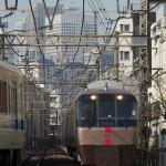 【Tokyo Train Story】桜を背景に小田急のロマンスカーが走り抜ける