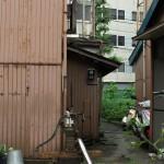 旧大塚坂下町の路地裏に残る井戸ポンプ