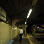 ガード下に残る昭和の風景-鶴見線国道駅 夏の青春18きっぷの旅2011 鶴見線編 その7