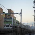 【Tokyo Train Story】山手線の線路のすぐ脇で