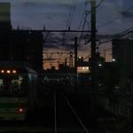 【Tokyo Train Story】都電荒川線の車内から夕暮れ空を眺める