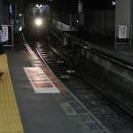 雨上がりの夜の江ノ電江ノ島駅周辺を撮影する 偽修学旅行2013 鎌倉・江ノ島への旅 その9
