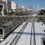 【Tokyo Train Story】青空の下での雪景色(山手線)
