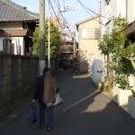 玉林寺脇の路地で井戸ポンプとネコを撮影する 冬の谷中フォトウォーク その4(最終回)