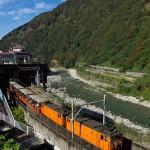 宇奈月温泉で黒部渓谷鉄道のトロッコ列車を撮影する 初秋の北陸旅 その5