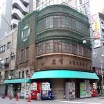 時代を超えて存在する大正時代の建築物 上野仲町通りにある堺屋