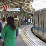 【Tokyo Train Story】ホームのカーブが急な西武新宿線新井薬師前駅