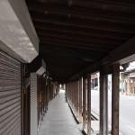 青森県黒石市の町に残る「こみせ」がある通りを歩いて弘南鉄道の黒石駅へ 『弘前の桜を見に行こう!』 その19