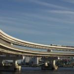【Tokyo Train Story】レインボーブリッジからのループ線を走るゆりかもめ