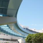 【Tokyo Train Story】ビルと緑とゆりかもめの曲線の高架
