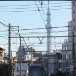 【Tokyo Train Story】青空に東京スカイツリー(都電荒川線)