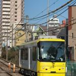 【Tokyo Train Story】坂道を下る都電荒川線の黄色い電車