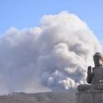 阿蘇山ロープウェーの阿蘇山西駅付近から噴火警戒レベル2の噴煙立ち上る阿蘇中岳を望む 『くまもと鉄分補給日記の旅』 その13 #鉄道くまもと