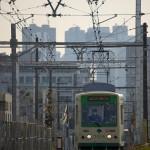 【Tokyo Train Story】新宿の高層ビルをバックに走る都電荒川線
