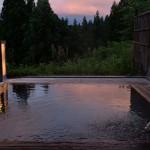 夕焼け空を反射する大沢館の露天風呂の美しさ 『新潟県の大沢山温泉大沢舘へののんびり旅』 その7