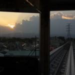 【Tokyo Train Story】車内から見る夕焼け空(多摩モノレール)
