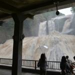 こんな袋田の滝は見たことがない!雨で水量が増えた大迫力の流れを写真と動画で撮影してみた 『夏の青春18きっぷの旅2015夏 茨城編』 その4