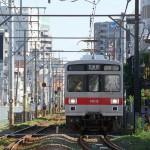 【Tokyo Train Story】カーブの曲がり際で東急池上線の顔を正面から撮る