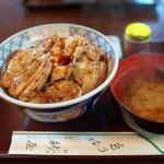 野沢温泉ではぜひこれを食べてほしい!新屋の絶品やきとり丼が最高に美味しかった 『信州野沢温泉への旅』 その3