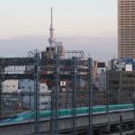 【Tokyo Train Story】東京スカイツリーをバックに走る東北新幹線