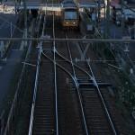 【Tokyo Train Story】日陰の中で浮かび上がる線路(都電荒川線)