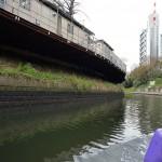 お茶の水橋から後楽橋までの神田川の風景 ゴミの運搬作業の現場もあり 『千代田のさくらクルーズの旅』 その3