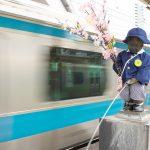 【Tokyo Train Story】春の装いの浜松町駅の小便小僧(京浜東北線)