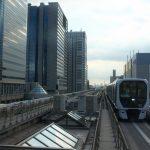 【Tokyo Train Story】林立するビルを背景に走るゆりかもめ