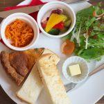 文京区湯島にあるサカノウエカフェでランチ ほうれん草とベーコンのキッシュプレートが美味! #地域ブログ