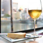 Au Bord d'Eau Fukuoka(オ・ボルドー・フクオカ)のチーズタルトと貴腐ワインが最高に美味しい!窓際から眺める川がある風景も素敵ですよ #地域ブログ