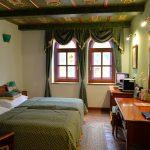 部屋の中にもステンドグラスがある豪華な雰囲気のロイヤル・リッツ・ブルノ(Royal Ricc Brno)に宿泊してみた #visitCzech #link_cz #チェコへ行こう #brno #ブルノ