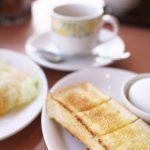 デニーズのコーヒー(おかわり自由)、トースト、ゆでたまごの3点で235円(税込)のモーニングサービスがいい!